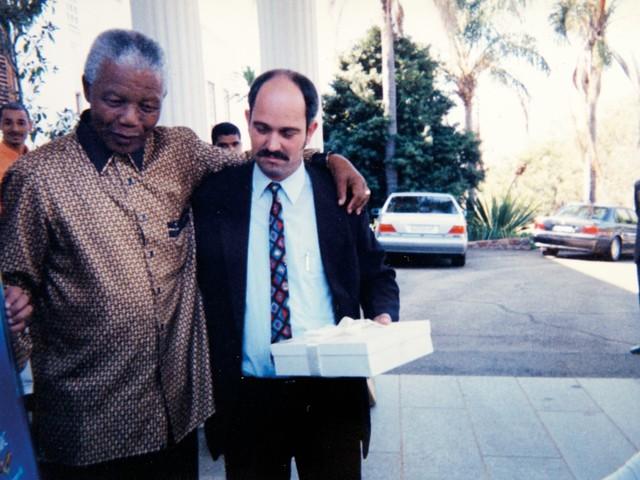 A amizade de Nelson Mandela com o homem branco que foi seu carcereiro em prisão do apartheid