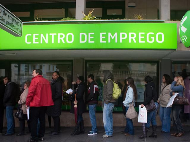 Beneficiários de prestações de desemprego caem 5,9% em março