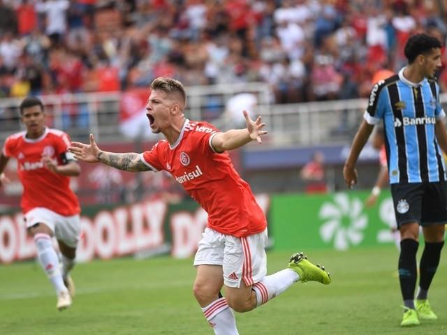 D´Alessandro comemora título dos garotos do Inter na Copinha