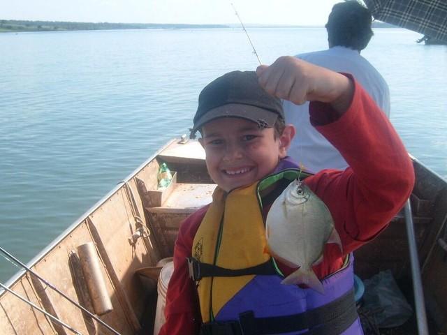 Jovem herda da família amor pela pesca esportiva