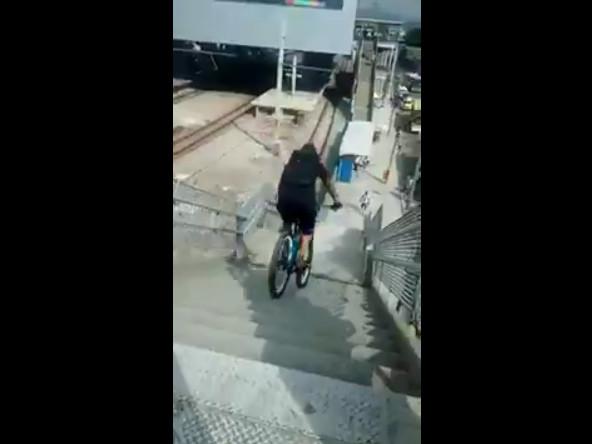 O dia que Jamelão se ferrou descendo uma escadaria de bike