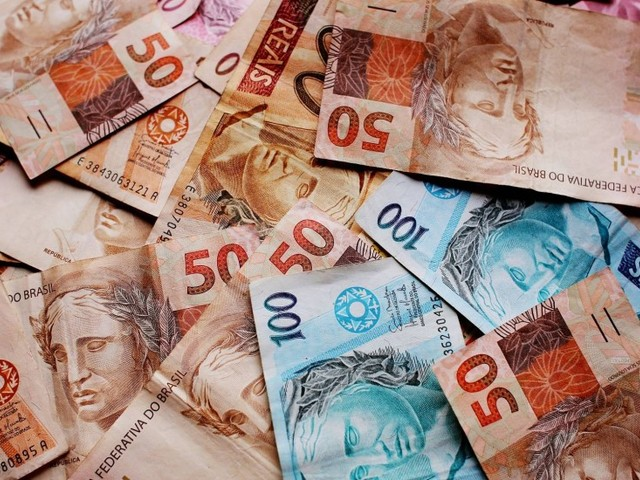 Para equilibrar as contas públicas, governo quer reajustar salário mínimo só pela inflação