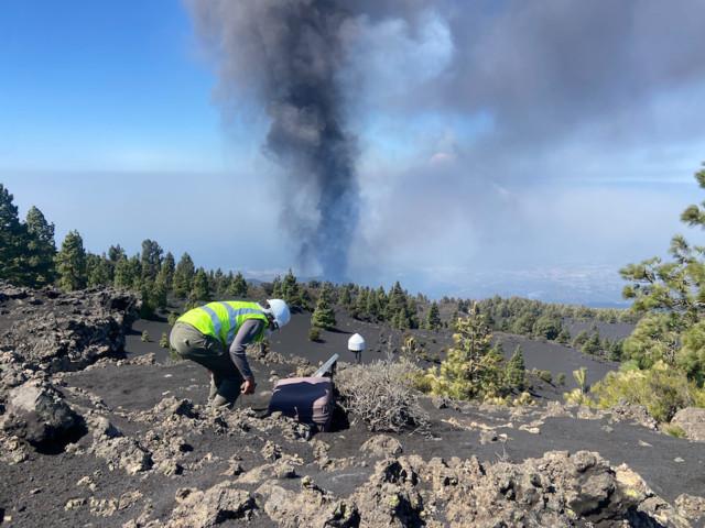 Cientistas portugueses medem a deformação da crosta terrestre no vulcão de La Palma