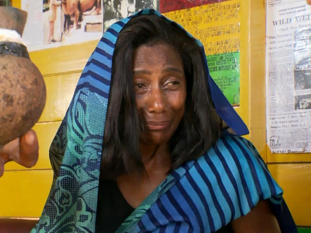 """No Altas Horas, Gloria Maria relembra viagem polêmica à Jamaica e fala da experiência do uso de ervas: """"Até hoje não sei nem se eu voltei"""""""