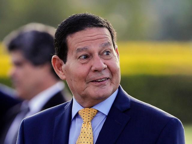 Farpas públicas nas redes | Bolsonaro diz querer colocar 'ponto final' na briga entre Carlos e Mourão