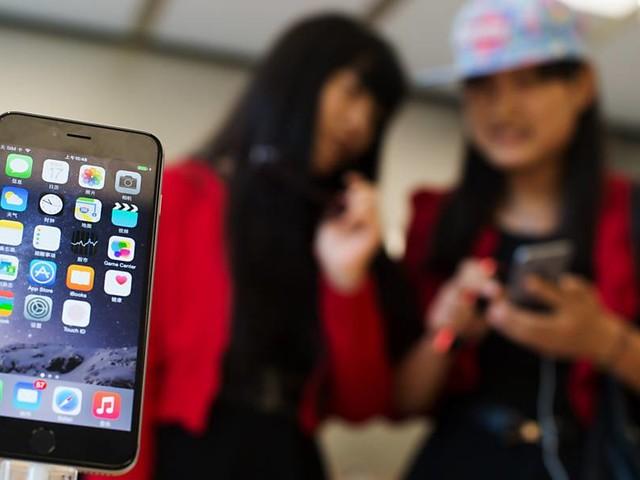 Apple tenta expansão na China e nomeia nova diretora para a região