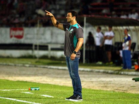 Gestão do Santa Cruz começa com diretor remunerado e novo técnico, Júnior Rocha