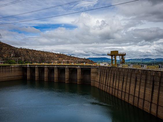 Baixo nível de água nas hidrelétricas vai deixar a conta de luz mais cara