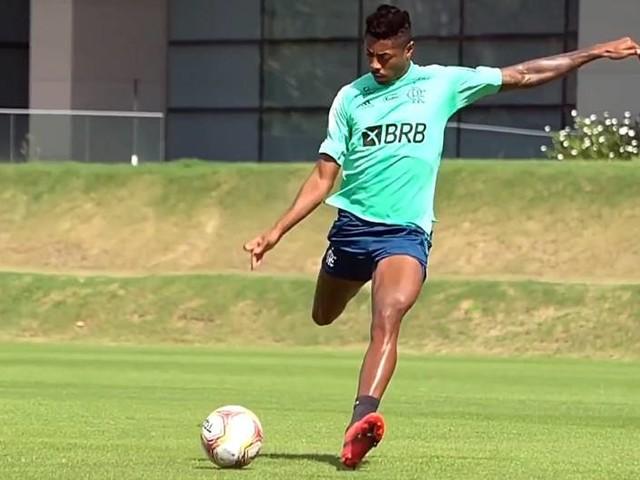 Flamengo se prepara para final com retorno de Bruno Henrique