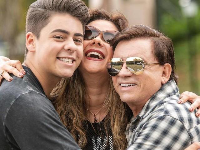 Chitãozinho grava clipe ao lado do filho Enrico para o Dia das Mães: 'Muito feliz e emocionado'