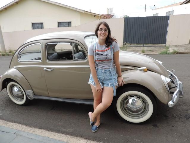 Apaixonada por Fusca desde criança, universitária conta que já recusou proposta de R$ 15 mil pelo carro