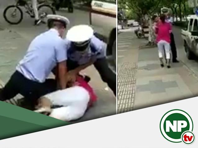 Ação de policiais contra mulher com criança no colo e gera revolta