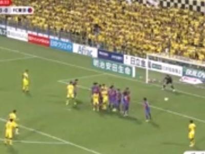 Brasileiro dá uma de Ronaldinho Gaúcho em goleada no Japão