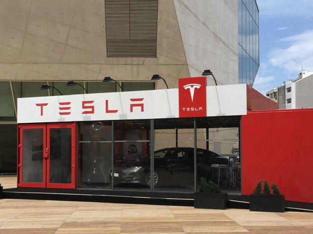 """Primeira loja """"Pop-Up"""" da Tesla chega à Invicta"""