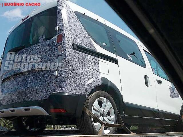 Flagra do Leitor: Dacia Dokker em versão passageiro chega ao Brasil