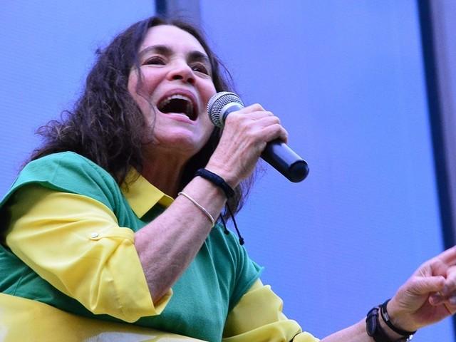 Regina Duarte defende o fim do STF