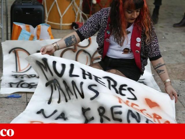 Manifestação contra a discriminação racial junta uma centena de pessoas no centro de Lisboa