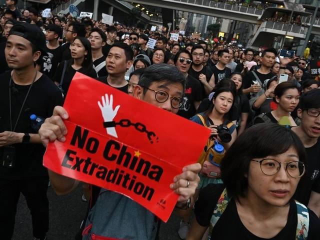 Milhares de manifestantes voltam às ruas de Hong Kong contra lei de extradição