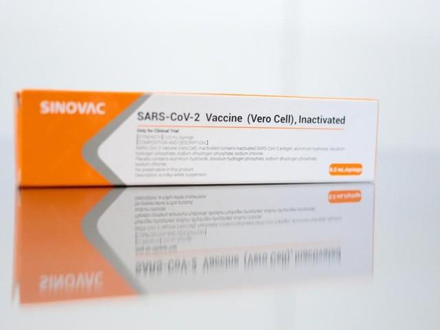 Governo federal vai fechar contrato para compra de 100 milhões de doses da Coronavac