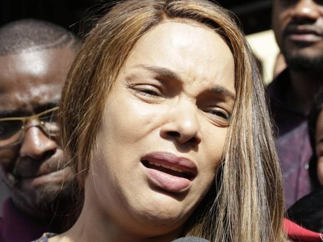 Deputada Flordelis desabafa sobre morte de marido: 'Tentou evitar que eles entrassem dentro de casa'