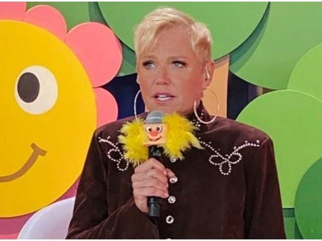 """Xuxa na Fazenda 12 vira piada e Biel diz que ela lembra a Globo: """"Esqueço que está na Record"""""""