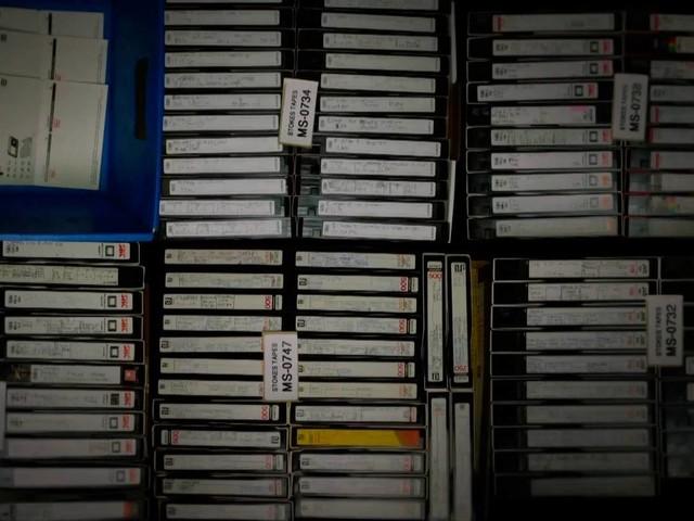 A mulher que gravou os noticiários da TV durante 30 anos e acumulou 70 mil fitas VHS