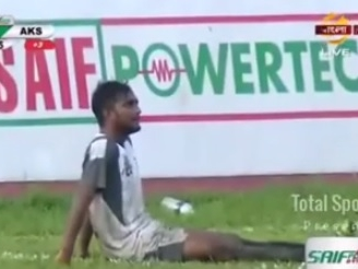 Time de Bangladesh faz 2 gols contra no mesmo jogo, e um deles foi incrível