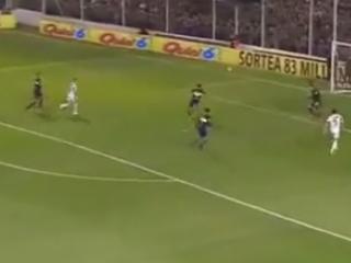 Zaga do Boca comete falha bisonha contra o Olimpo e entrega gol