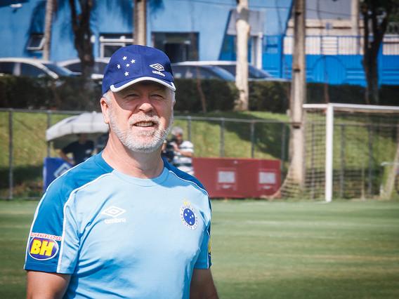 Na luta pela liderança, América e Cruzeiro duelam no Independência