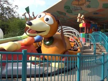 Veja prévia de montanha russa inspirada em Toy Story