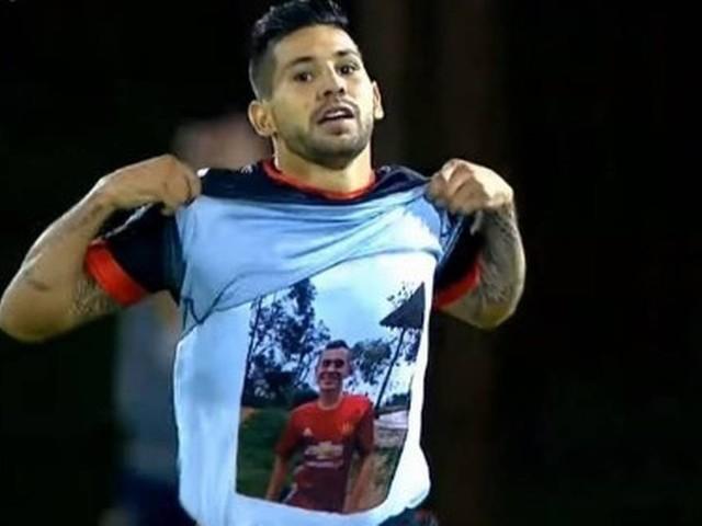 Vídeo: Na Colômbia, jogador homenageia irmão assassinado e é multado