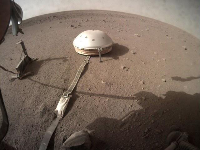 Sonda da NASA terá detectado pela primeira vez um sismo em Marte. Ouça o som