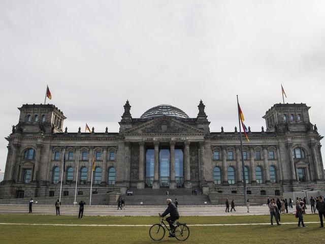 Com Merkel como favorita, Alemanha vai às urnas neste domingo