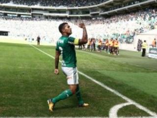 O Palmeiras goleou o Vitória por 4 a 2. Por trás da festa da torcida, um erro absurdo do árbitro ajudou a equipe de Cuca. Outra vez os palmeirenses não jogaram bem. A vitória foi mentirosa…