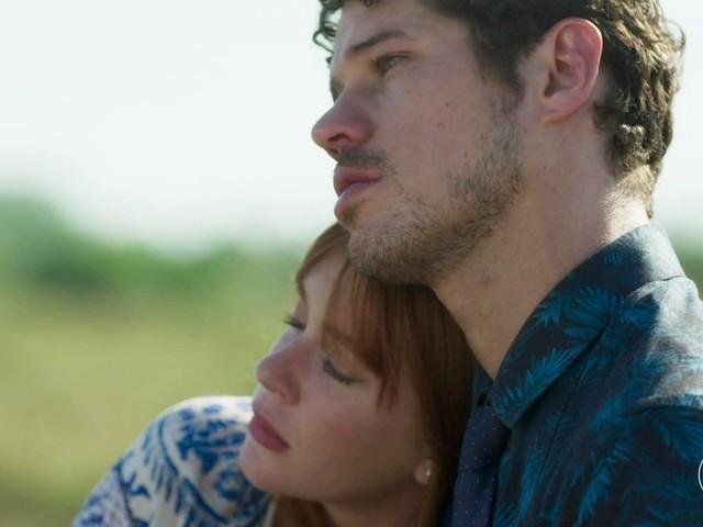 Acusada de ser o pivô de separação, Marina Ruy Barbasa e José Loreto protagonizam cena quente em novela