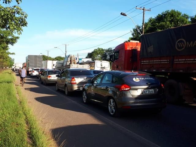 Caminhoneiros interditam parcialmente a rodovia BR-316 em Marituba