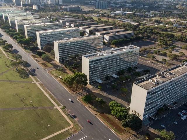 Governo Bolsonaro terá sete ministérios acima do prometido