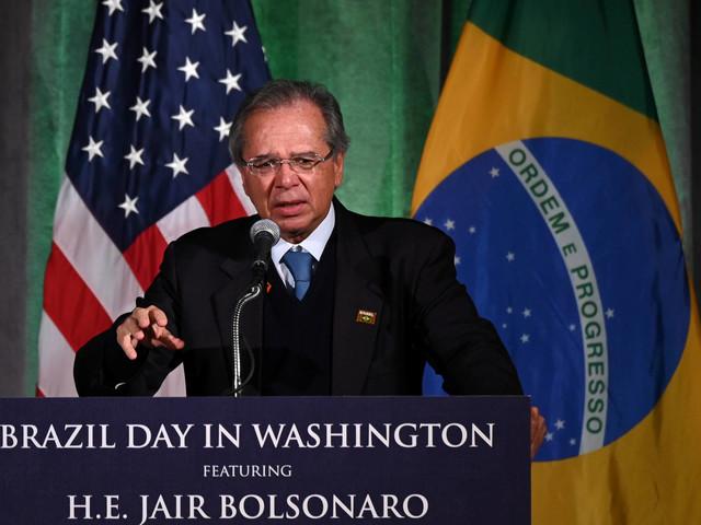 Por reforma da Previdência, Guedes oferece a parlamentares repasses federais