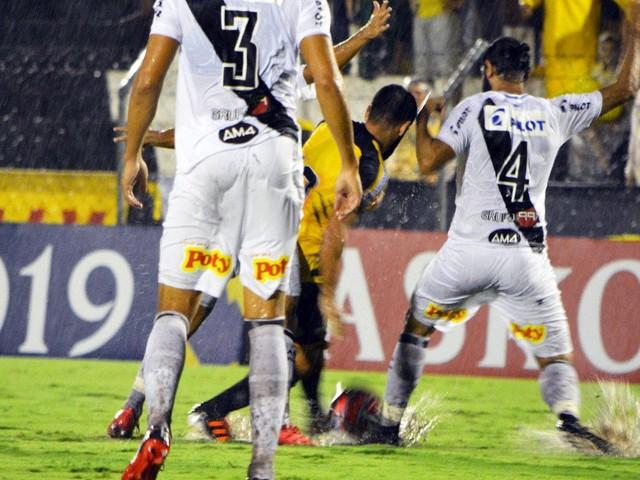 Sob forte chuva, Novorizontino e Ponte Preta ficam no empate sem gols