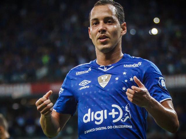 Rodriguinho avalia jogo do Cruzeiro e diz que está próximo de definir o futuro