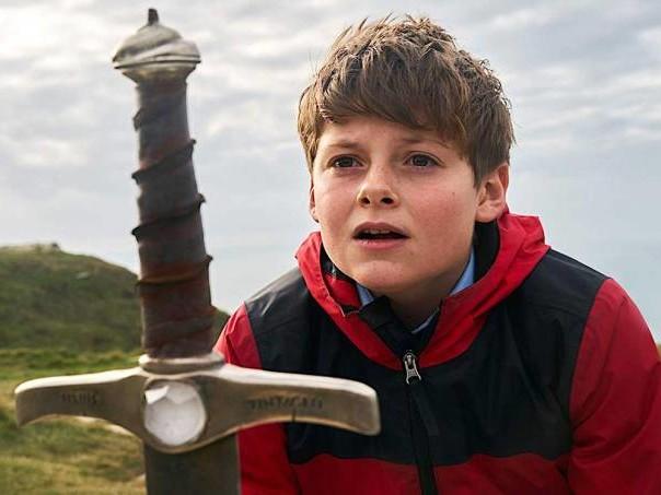 """""""O Menino que Queria Ser Rei"""": um Arthur para a Inglaterra de hoje"""