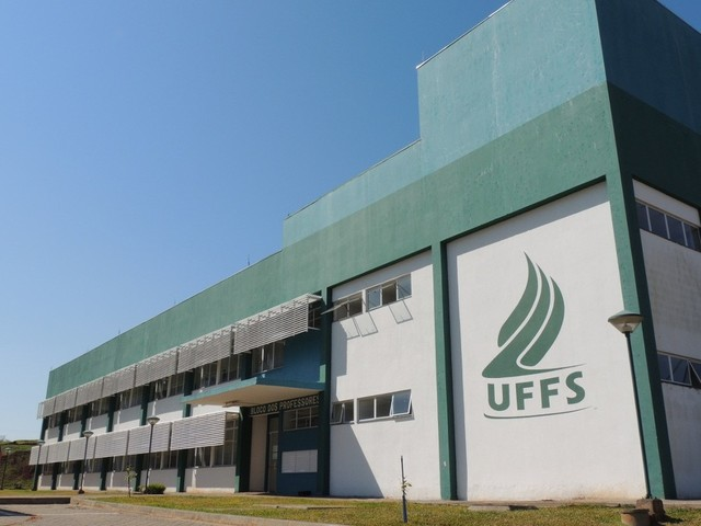Comissão para negociar reintegração de reitoria ocupada da UFFS é criada em reunião do Conselho Universitário