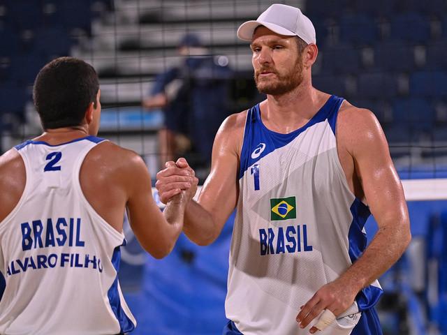 Brasileiros vencem dupla mexicana e se classificam para as quartas