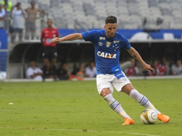 Médico do Cruzeiro explica lesão de Thiago Neves e ressalta trabalho para retorno na Copa Libertadores