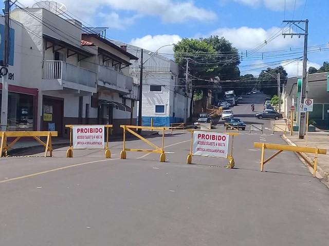 Com problema de afundamento, Alameda Padre Nóbrega é interditada pela Prefeitura de Adamantina