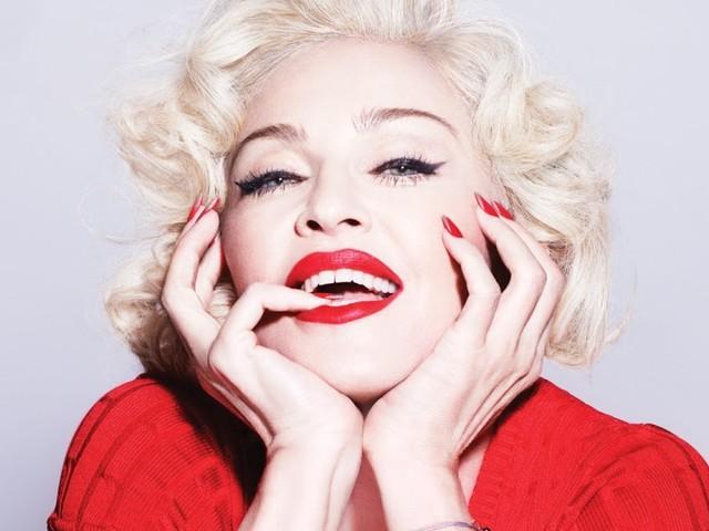 """A rainha tá chegando, galera! Madonna anuncia lançamento de """"Beautiful Game"""" para muito em breve"""