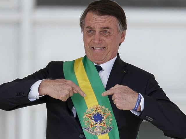 B. Boghossian | Bolsonaro deveria trocar faixa por uma coroa