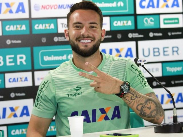 Ex-Corinthians, Giovanni é anunciado pelo Coritiba