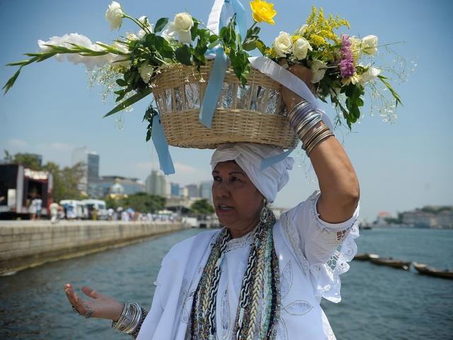 Rio's Mayor Cuts Sea-Goddess Iemanjá Procession Funding