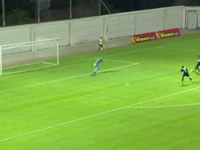 Goleiro salva gol contra de zagueiro, mas não evita o a favor do adversário